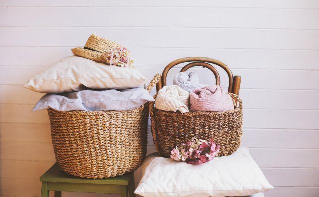 Če bomo jeseni dobro očistili dom, se bomo morda izognili kakšnemu kihanju in smrkanju. Foto Shutterstock