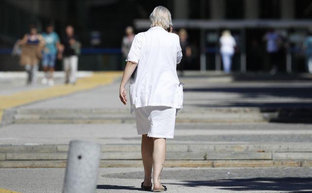 Na upravnem odboru gospodarske zbornice so med drugim opozorili na izredno povečanje števila izgubljenih delovnih dni zaradi bolniške odsotnosti, prepočasno sanacijo finančnih težav zdravstva in neracionalne zdravstvene mreže. Foto Leon Vidic