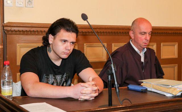 Stefan Cakić se je sprijaznil s pravnomočno sodbo, njegov zagovornik Gorazd Fišer ni vložil zahteve za varstvo zaoknitosti. FOTO: Marko Feist