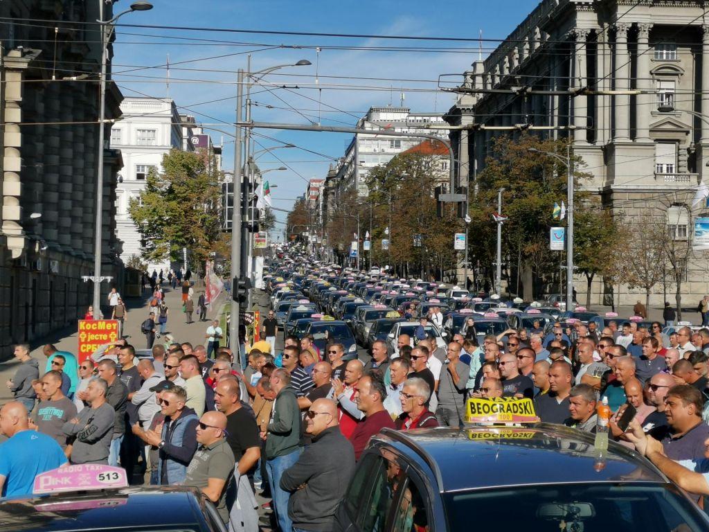 Srbska različica »uberja« hromi Beograd