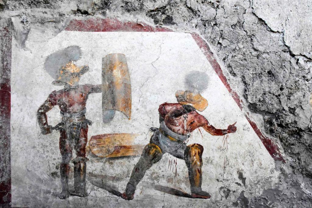 V Pompejih odkrili dragoceno fresko z gladiatorjema