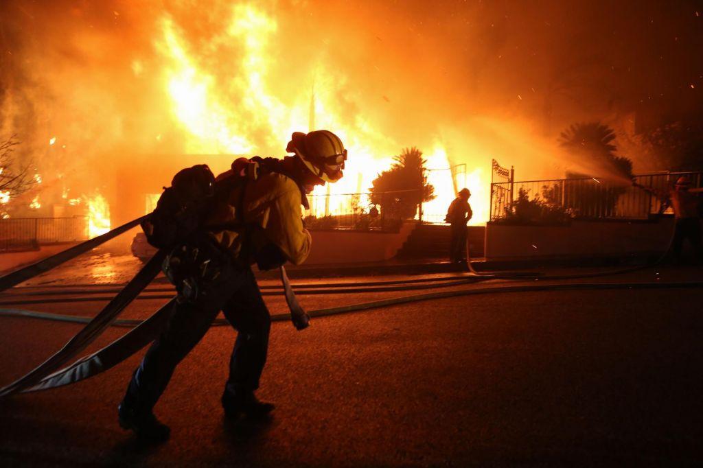 FOTO:Obrobje Los Angelesa ogroža obsežen požar