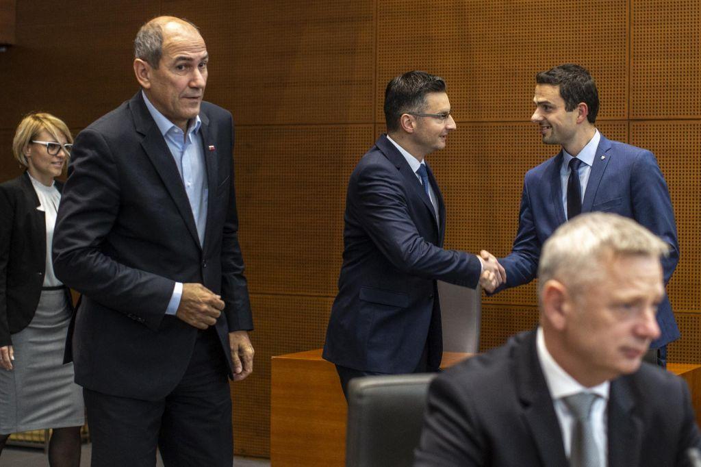FOTO:Le odstotna točka loči vodilni stranki