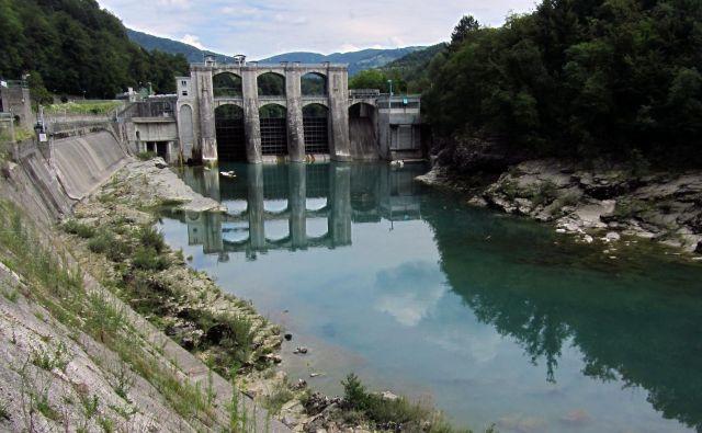 Franci Gerbec: V Sloveniji smo bogati z vodami (tudi umazanimi), vendar so za večje energetske HE primerne samo: Drava, Sava, Soča in Mura. Na fotografiji je Hidroelektrarna Ajba na Soči. Foto Blaž Samec