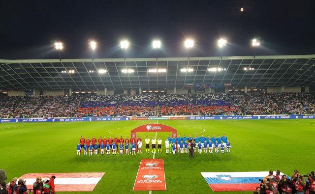 Dvoboj Slovenije in Avstrije je bil eden od vrhuncev kvalifikacij za evropsko prvenstvo. FOTO: Jernej Suhadolnik/Delo
