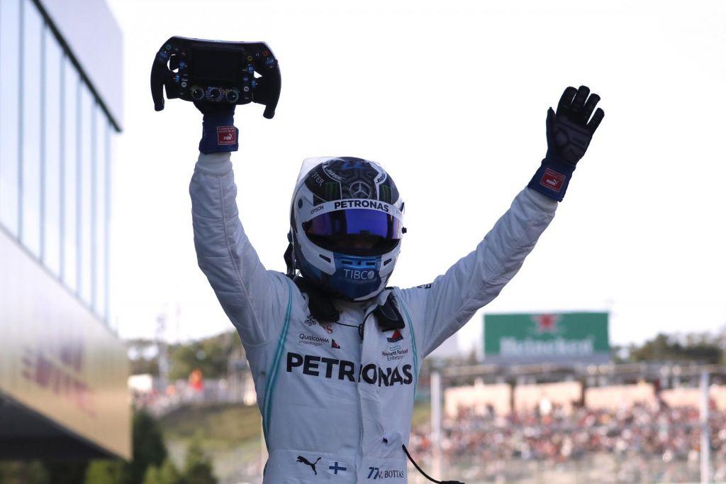 Bottas zmagal, Mercedesu konstruktorski naslov
