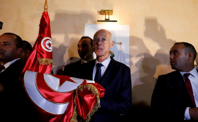 Upokojeni ustavni pravnik Saied bo kot tunizijski predsednik predvidoma prisegel konec oktobra. FOTO: Zoubeir Souissi/Reuters