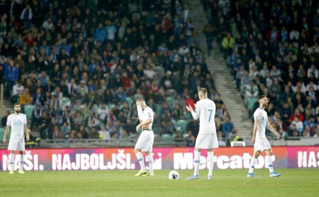 Reprezentanti so bili po porazu z Avstrijo opazno poklapani in nemočni. FOTO: Roman Šipić