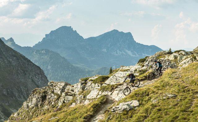 Bronasti stoneman je dosegljiv tudi srednje pripravljenim gorskim kolesarjem, le nekaj kilometrine je dobro imeti. FOTO: Dejan Ogrinec