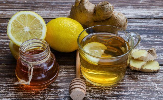 Topel čaj z medom in počitek sta najboljši recept proti prehladu. FOTO: Shutterstock