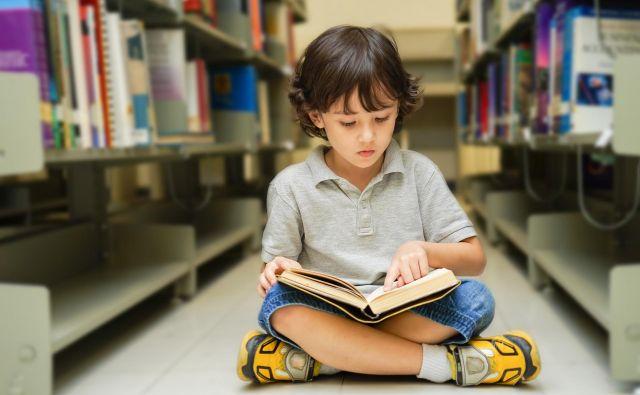 Dejstvo, da smo obdani s knjigami, blagodejno vpliva na odrasle, še bolj pa na otroke.<br /> FOTO: Shutterstock