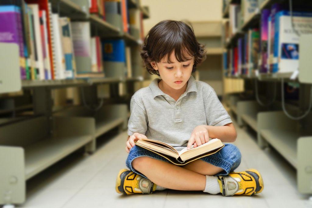 FOTO:Celo izobraženi Slovenci berejo vse manj