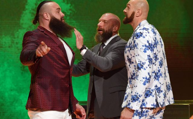 Tyson Fury (desno) se bo konec tega meseca spoprijel zBraunom Strowmanom (levo). FOTO: AFP