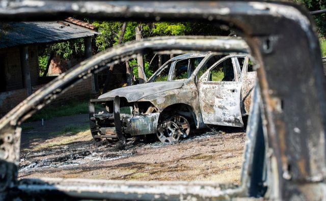 Napad se je zgodil pri kraju El Aguaje severno od Aguilille, kjer so v zasedo padla tri policijska vozila. FOTO: Enrique Castro/AFP