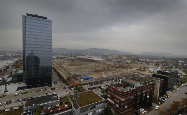 Zemljišče v BTC, kjer bo zrasla Ikea. FOTO: Leon Vidic/Delo