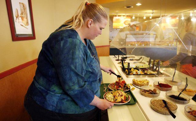 V Sloveniji ima 16 odstotkov žensk preveliko težo, delež debelih moških pa se je od leta 2001 do leta 2016 povečal s 16 na 20 odstotkov. FOTO: Reuters