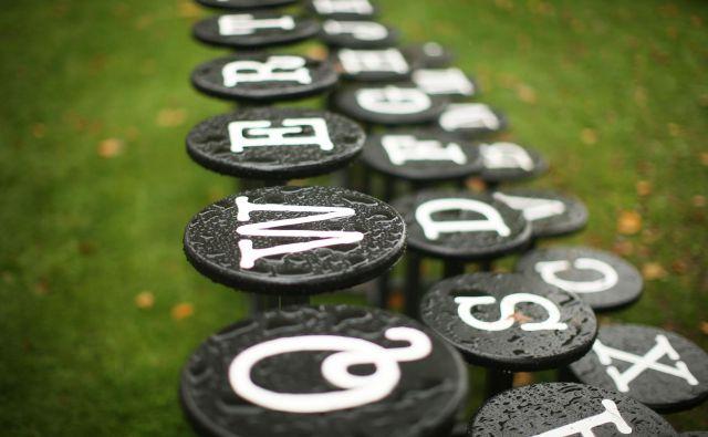 Jezikoslovci spremljamo življenje prek besed. FOTO: Jure Eržen/Delo