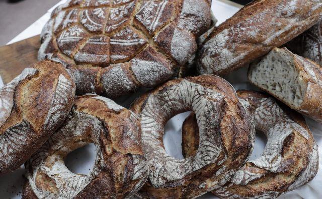 Kruh, pečen z drožmi, navdušuje doma in tudi po svetu. Fotografije Uroš Hočevar