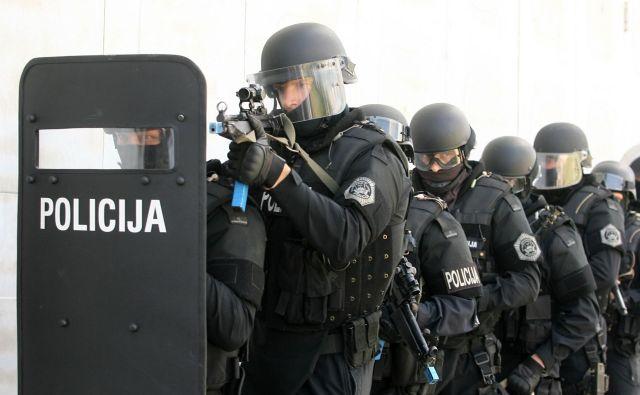 V povezanem svetu je varnostno okolje nepredvidljivo. FOTO: Ljubo Vukelič/Delo