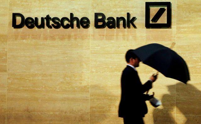 Deutsche bank se še kar ne more otresti škandalov zaradi spornih poslovnih praks. Tokrat je na udaru zaradi sumov podkupovanja nekdanjega političnega vrha Kitajske. FOTO: Reuters
