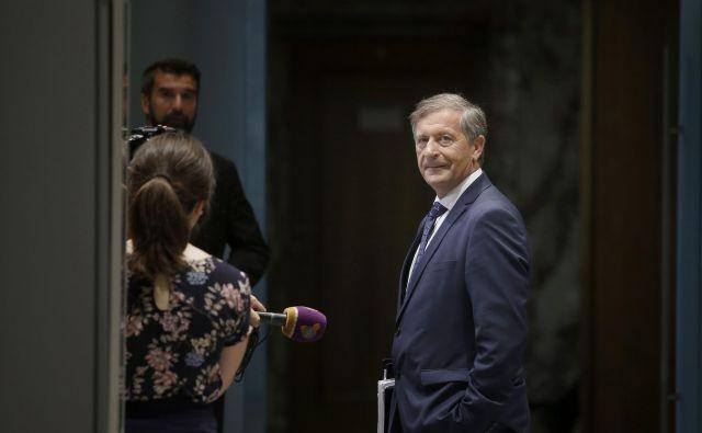 Desus Karla Erjavca je poskrbel za prvo spremembo še ne sprejetih proračunov za prihodnji dve leti. Foto Blaž Samec