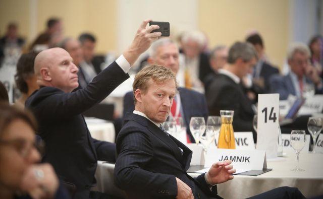 Poslovnež Borut Jamnik (v sredini). FOTO: Jure Eržen/Delo