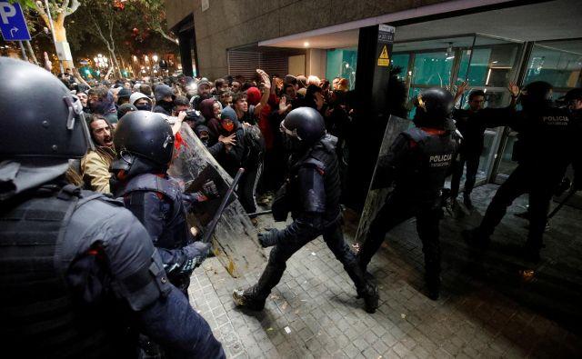 Protetsniki so po izreku sodbe preplavili ulice, blokirali letališče, ceste in železniške linije. Foto: Reuters