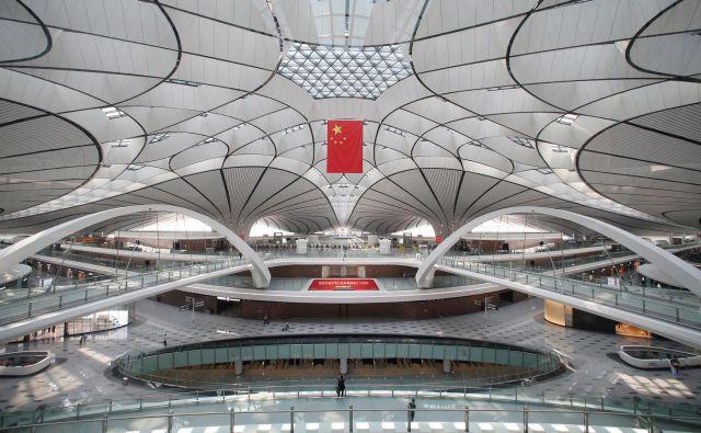 Kitajsko letališče je še eno v nizu megalomanskih gradbenih projektov, po katerih je znana ta država. FOTO: Jason Lee/Reuters