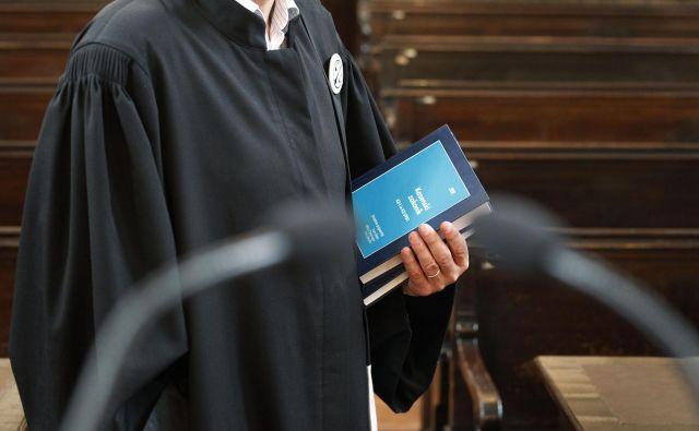 Mediji, ki so tržno naravnani in poročajo predvsem o posameznih primerih afer, po ocenah pravnikov odločilno vplivajo na zmanjševanje zaupanja v sodstvo. FOTO: Leon Vidic/Delo