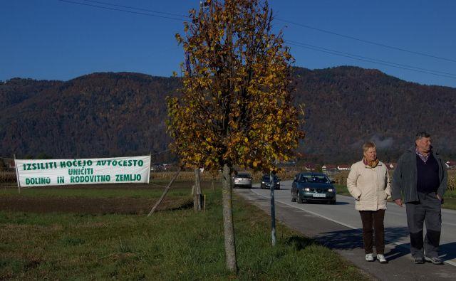 Civilne iniciative v Spodnji Savinjski dolini se že leta borijo proti hitri cesti oziroma zahtevajo, da bi jo umestili na drugo traso. FOTO: Brane Piano