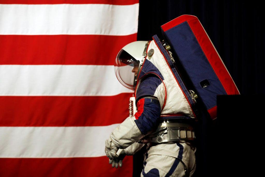 FOTO:Nove obleke za na Luno