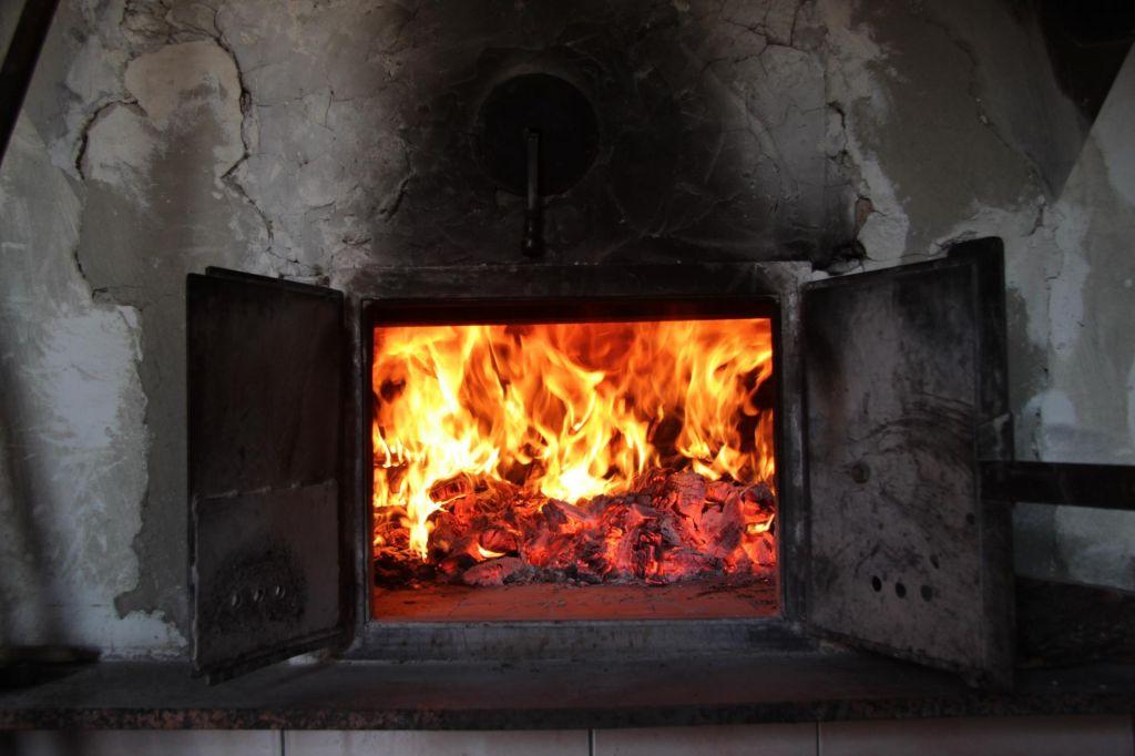 FOTO:Zmeda na trgu peči in drv, odgovornost pa predvsem na potrošnikih