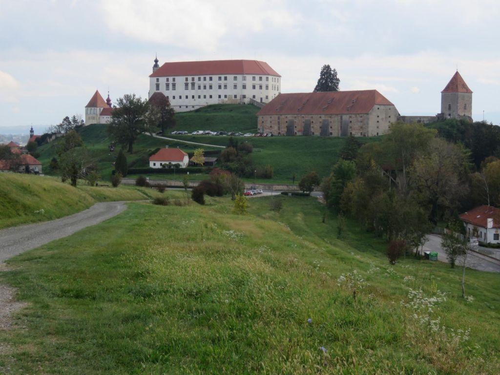 Za gašenje Ptujskega gradu bi morali vodo črpati iz Drave