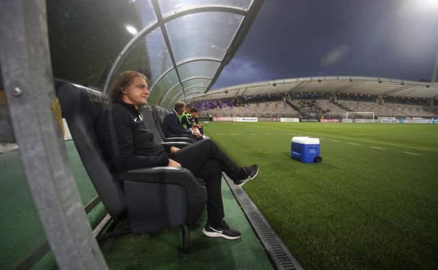 Safet Hadžić bo v soboto prvo od treh tekem kazni spremljal s sedeža na tribuni Stožic. FOTO: Tadej Regent/Delo