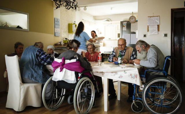 Z denarjem za neuporabne študije bi lahko zgradili tudi do deset domov za starejše, opozarjajo opozicijski poslanci. Foto Uroš Hočevar