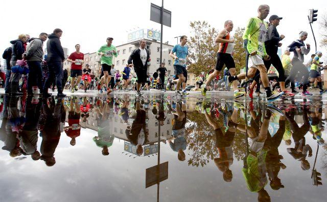 »Vrhunec ljubljanskega maratona je bilo leto 2015, ko je na 10, 21 in 42 kilometrov nastopilo 16.500 tekačev. FOTO: Roman Šipić/Delo