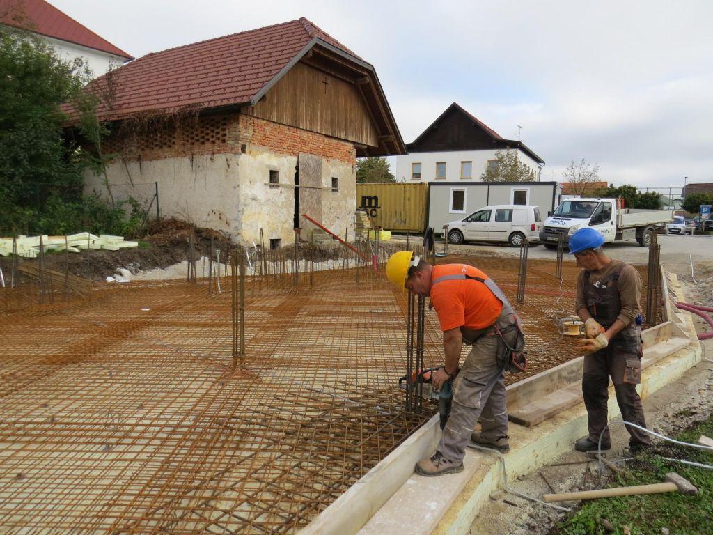 FOTO:Na Igu bodo postavili pravo koliščarsko naselje