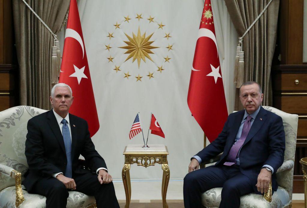 120 ur za umik kurdskih sil z območij ob turški meji