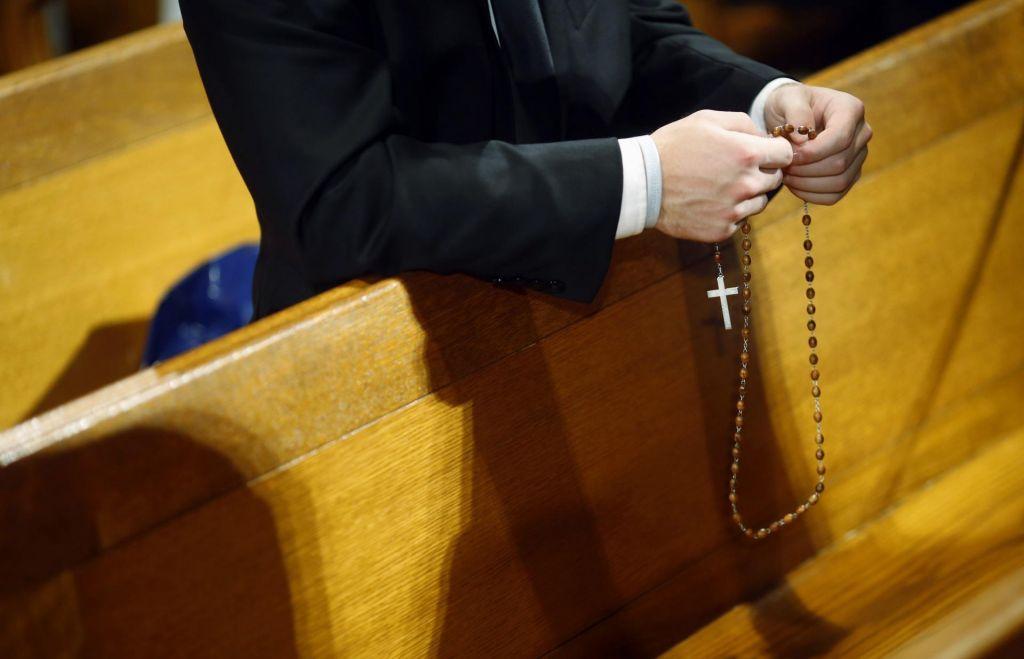 Klikni za molitev: iz Vatikana prihaja vodoodporni e-rožni venec z aplikacijo