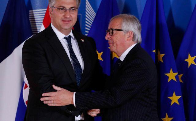 Predsednik evropske komisije Jean-Claude Juncker in hrvaški premier Andrej Plenković prihajata iz iste politične družine, Evropske ljudske stranke. FOTO: Yves Herman/Reuters