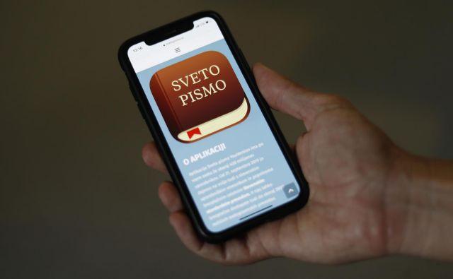 Registriran uporabnik se lahko poveže z drugimi uporabniki in proučuje besedila, jih primerja in komentira.<br /> FOTO: Leon Vidic/Delo