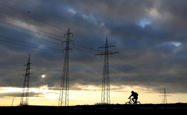 Nakupi električne energije, ki jih je opravil HSE na tujih trgih zradi izpada šestega bloka Teš, niso vplivali na cene električne energije na položnicah gospodinjstev.<br /> <br /> FOTO: Tomi Lombar