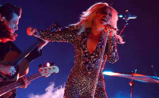 Lady Gaga je po padcu koncert izvedla do konca. FOTO: Mike Blake/Reuters