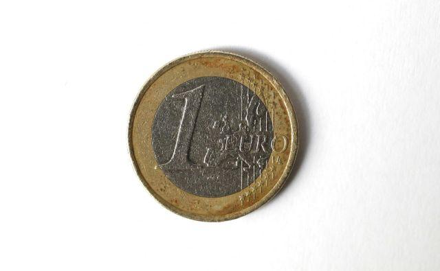 Leta 2005 je znašalo razmerje med pokojnino in plačo 68,2 odstotka (pred tem obdobjem pa celo 78 odstotkov), a do leta 2018 je padlo na 58,6 odstotka, saj je povprečna starostna pokojnina znašala 640 evrov, povprečna neto plača pa 1092 evrov. Foto Leon Vidic