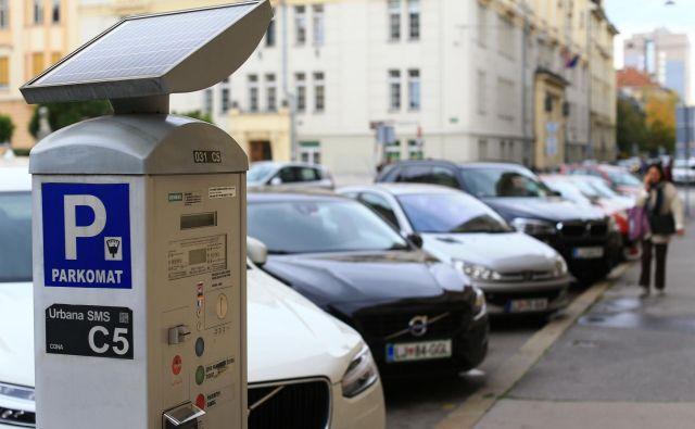 Izvedeli smo, da nameravajo uničiti 135 Siemensovih parkomatov, saj ti ne omogočajo posodobitve na nov način plačevanja parkirnine.FOTO: Tomi Lombar