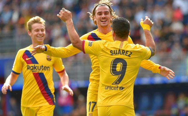 Takole so se veselili Barçinih golov v Baskiji Antoine Griezmann, Luis Suarez in Frenkie De Jong (v ozadju). FOTO: AFP