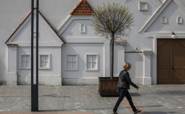 Stanovanja v stanovanjskih fondih ministrstev se kupujejo iz namenskih sredstev, zbranih kupnin za prodana stanovanja in sicer relativno nizkih najemnin. FOTO: Voranc Vogel/Delo