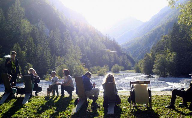 Kranjska Gora je že tradicionalno zimska destinacija za družine, vse več obiskovalcev pa ima tudi poleti. FOTO: Roman Šipić