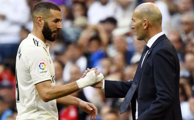 Realov adut Karim Benzema in trener Zinedine Zidane. FOTO: AFP