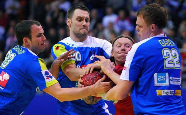 Uroš Zorman (levo) in Luka Žvižej sta najbolj zaznamovala zadnje obdobje v slovenski reprezentanci, v kateri je pomemben steber Matej Gaber. FOTO: AFP